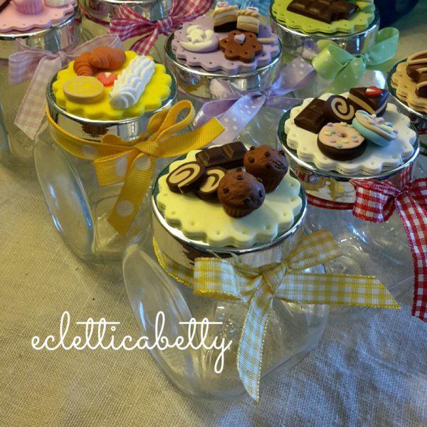 Barattolino con centrino e dolcetti – su ordinazione
