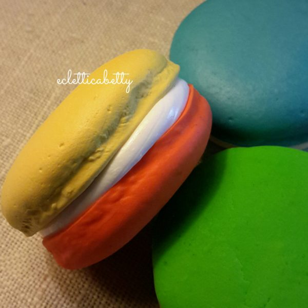 Macaron bicolor giallo/arancio 4 cm