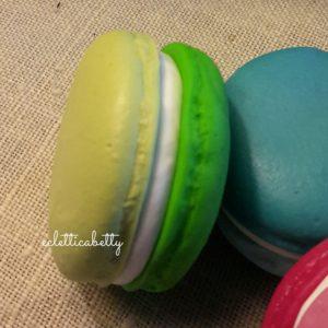 Macaron bicolor verde pastello/verde erba 4 cm