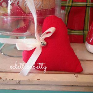 Cuore di stoffa rosso