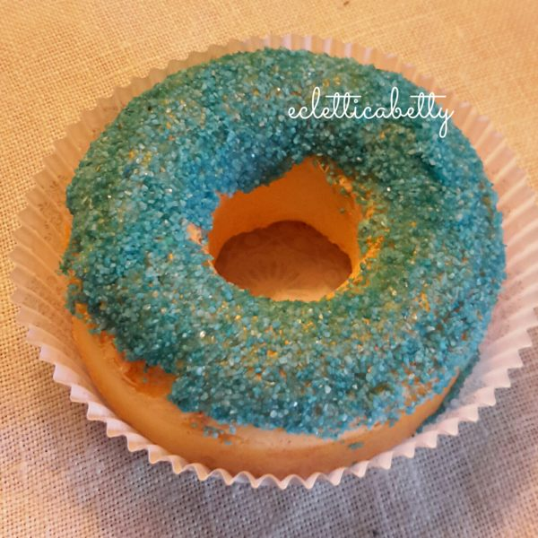Donut con zucchero celeste