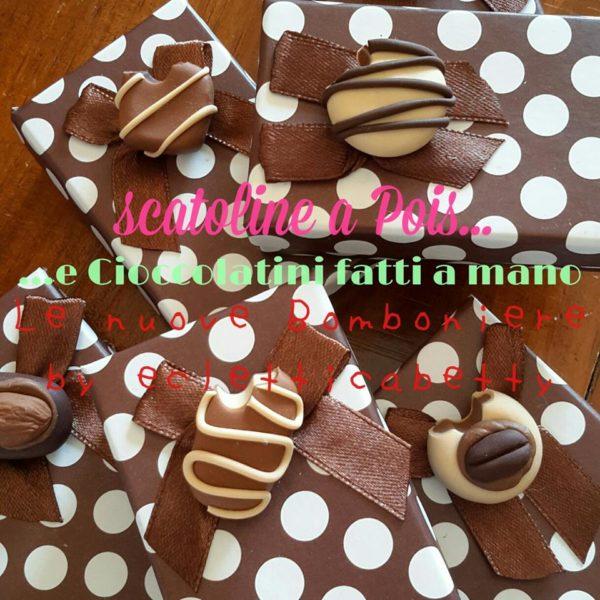 Scatolina marrone pois bianco con cioccolatino