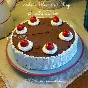 Torta al cioccolato con panna e ciliegie 21 cm