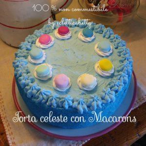 Torta celeste con macarons 21 cm