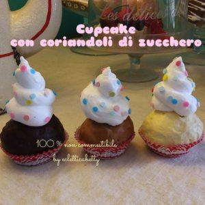 Cupcake piccolo con coriandoli di zucchero