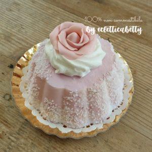 Tortino zuccherato alla rosa