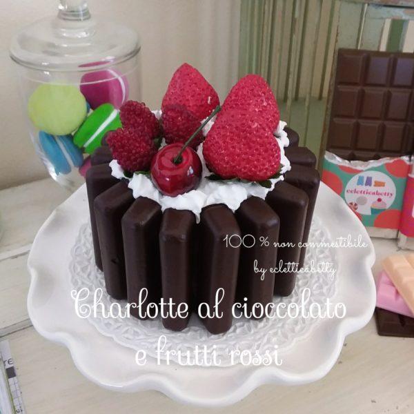 Charlotte al cioccolato e frutti rossi
