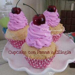 Cupcake con Panna e Ciliegia