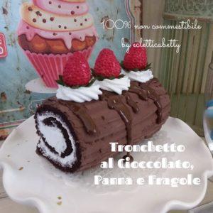 Tronchetto al cioccolato, panna e fragole