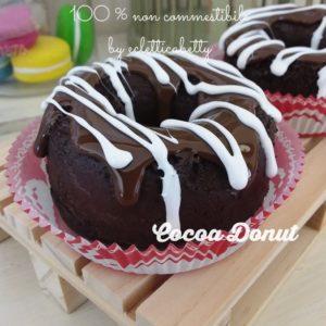 Donut al cioccolato con glassa
