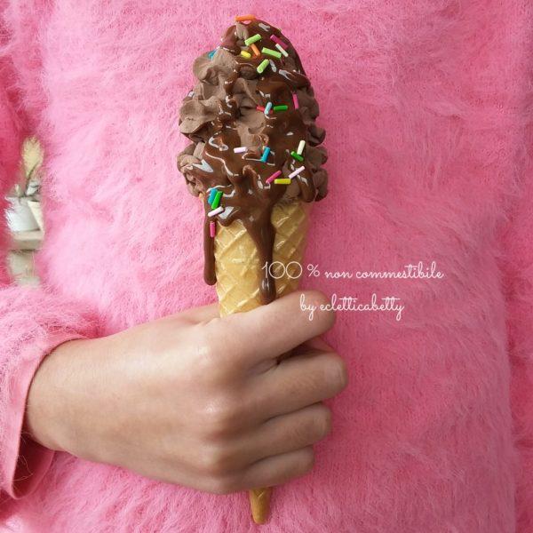 Cono gelato Cioccolato a spirale, glassa e codette