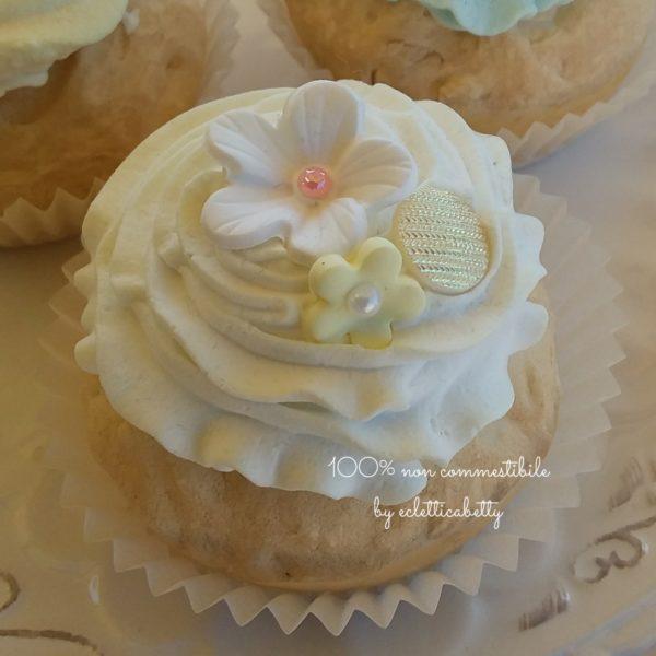 White Shabby Cupcake