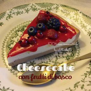 Fetta di Cheesecake con frutti di bosco