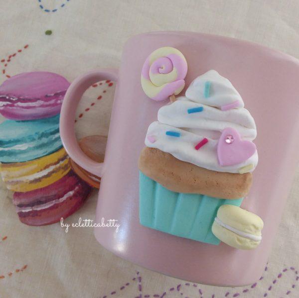 """Tazzotta """"cupcake con panna mossa e dolcetti"""""""