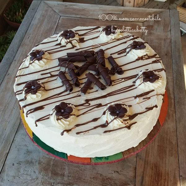 Torta di burro con fiori di cioccolato 30 cm