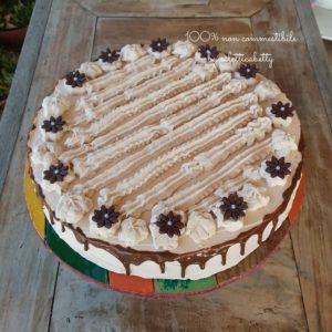 Torta nocciolosa con fiori di cioccolato 30 cm