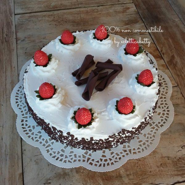 Torta Panna, Fragole e Cioccolato 24 cm