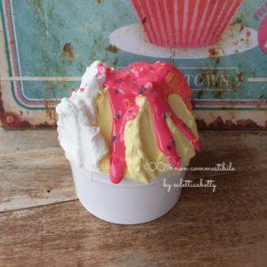 Coppetta gelato trigusto con glassa fragola b