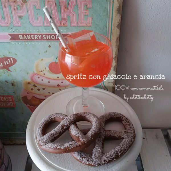 Spritz con ghiaccio e arancia