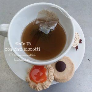 Tazza di Tè con 2 Biscotti