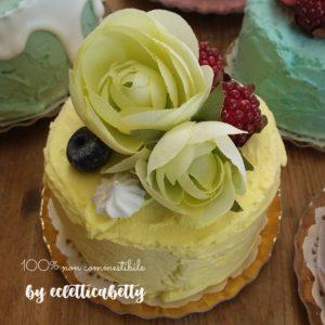 Petit Bijou giallo con fiori e frutti