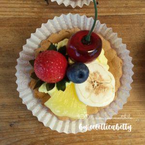Crostatina frutti rossi, banana e ananas