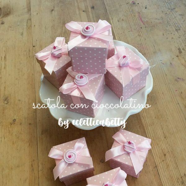 Scatolina rosa pois con cioccolatino