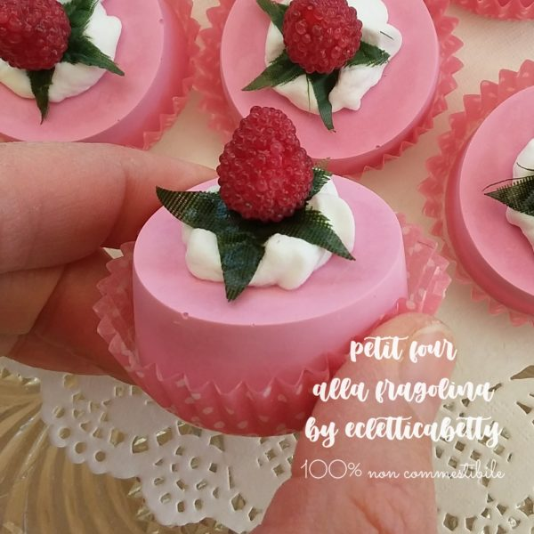 Petit four fragolina