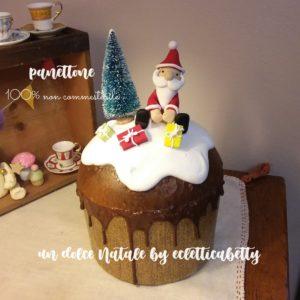 Panettone decorato con Babbo Natale