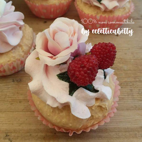 Cupcake rosa cipria e fragoline
