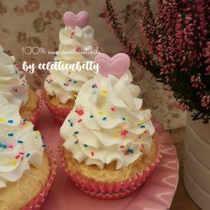 Cupcake Cuoricino e codette di zucchero